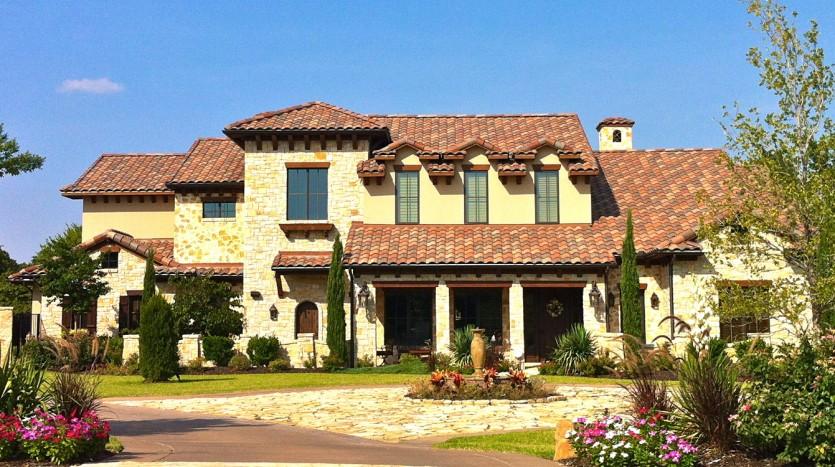 La splendida facciata della villa